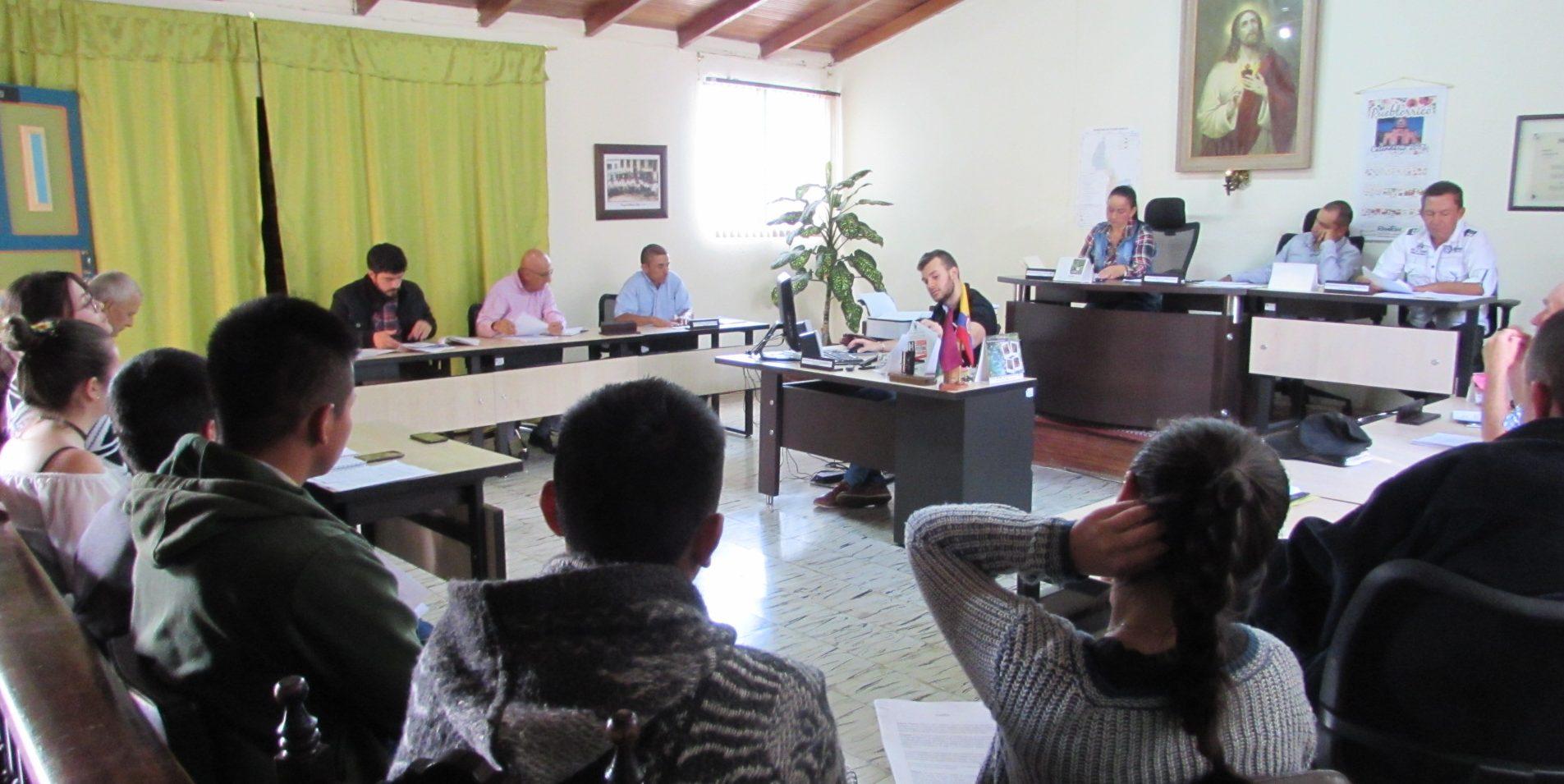 Socialización Proyectos de Acuerdo por parte de voceros del Comité de Concertación Social de Pueblorrico, Cinturón Occidental Ambiental COA y Colectivo de Abogados José Alvear Restrepo CAJAR